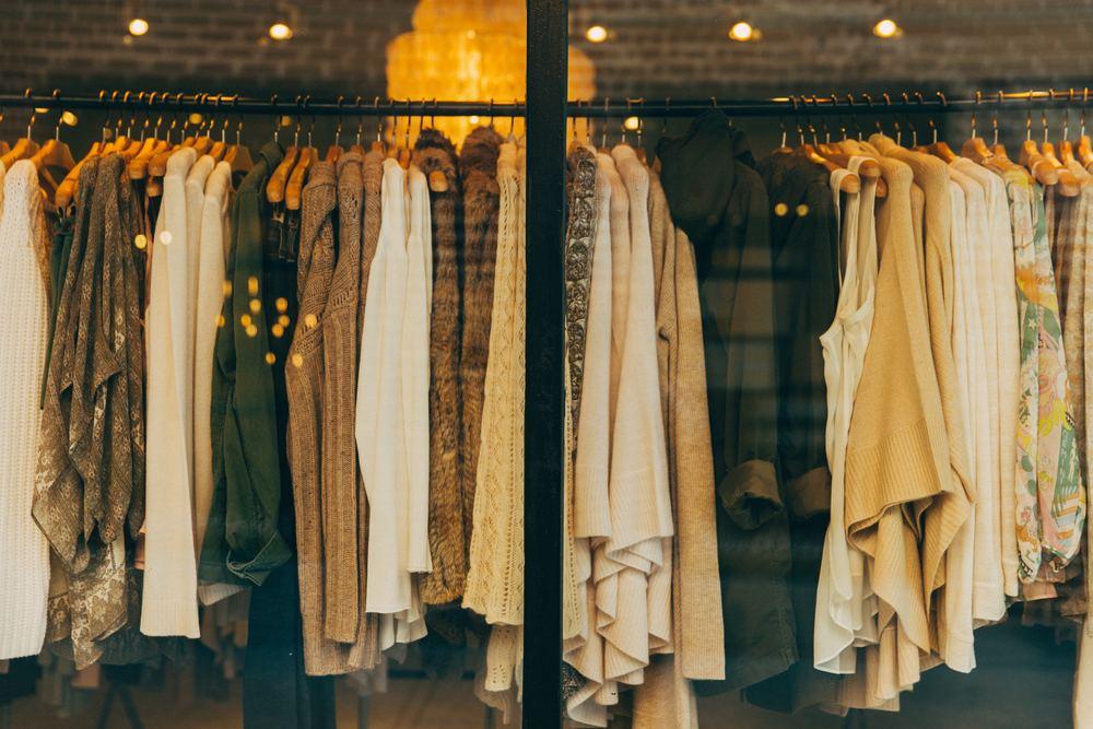屋 近く の 服